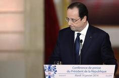 """L'OCDE a salué vendredi le """"pacte de responsabilité"""" proposé par François Hollande, estimant qu'il était de nature à améliorer les perspectives de croissance et d'emploi et insistant sur le """"fort engagement politique"""" nécessaire à sa concrétisation. /Photo prise le 14 janvier 2014/REUTERS/Alain Jocard/Pool"""