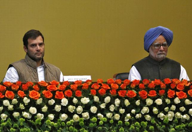 Indian Prime Minister Manmohan Singh (R) and Rahul Gandhi (L), a lawmaker and son of the Chief of India's ruling Congress party Sonia Gandhi, attend a meeting of the extended Congress Working Committee in New Delhi January 16, 2014. REUTERS/Ahmad Masood