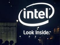Le titre Intel figure parmi les valeurs à suivre ce vendredi à Wall Street, alors que le géant des semi-conducteurs a annoncé jeudi soir des résultats trimestriels en légère hausse mais inférieurs de peu au consensus des analystes, ses prévisions prudentes pour le trimestre décevant également les marchés. /Photo prise le 4 juin 2013/ REUTERS/Pichi Chuang