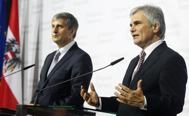 Austrian Vice Chancellor Michael Spindelegger (L) of the People's Party OeVP and Chancellor Werner Faymann of the Social Democratic Party SPOe address a news conference after a closed government meeting (Regierungsklausur) in Waidhofen an der Ybbs, January 15, 2014. REUTERS/Heinz-Peter Bader