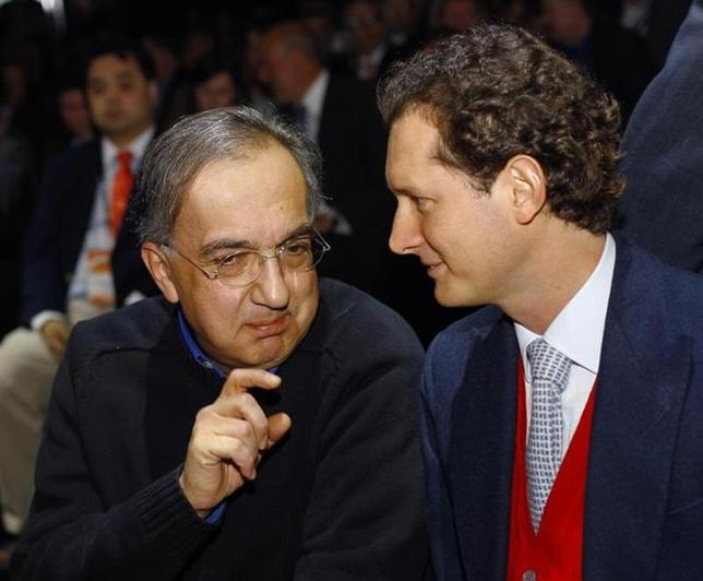Chrysler-Fiat CEO Sergio Marchionne (L) chats with Fiat Group Chairman John Elkann during the press preview day of the North American International Auto Show in Detroit, Michigan January 13, 2014. REUTERS/Joshua Lott