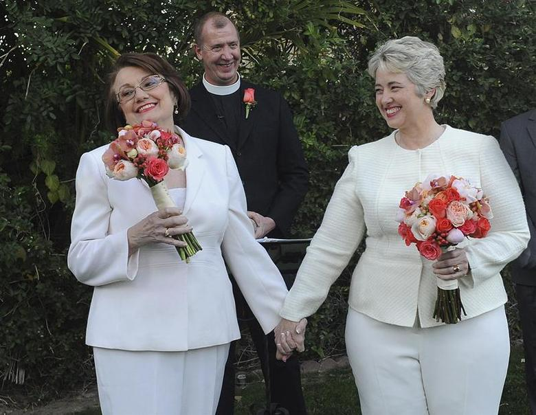 Houston Mayor Annise Parker (R) marries her long-term partner Kathy Hubbard in a ceremony in Palm Springs, California on January 16, 2014 in this image released to Reuters on January 17, 2014. REUTERS/Richard Hartog/courtesy of Mayor Annise Parker's office/Handout