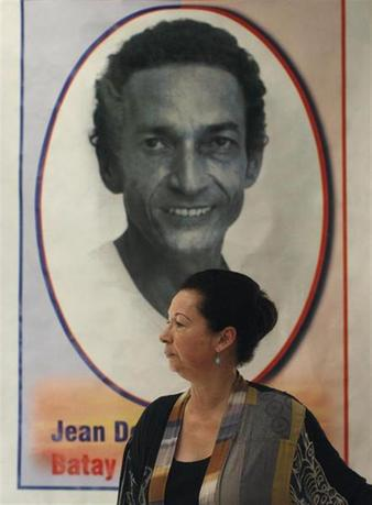 Michele Montas, a former spokeswoman for U.N. Secretary-General Ban Ki-moon is seen in front of a picture of her late husband Jean Dominique at her house in Port-au-Prince January 19, 2011. REUTERS/Eduardo Munoz