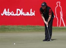Phil Mickelson of the U.S. lines the ball on the 18th green during the Abu Dhabi Golf championship January 18,2014. REUTERS/Ahmed Jadallah