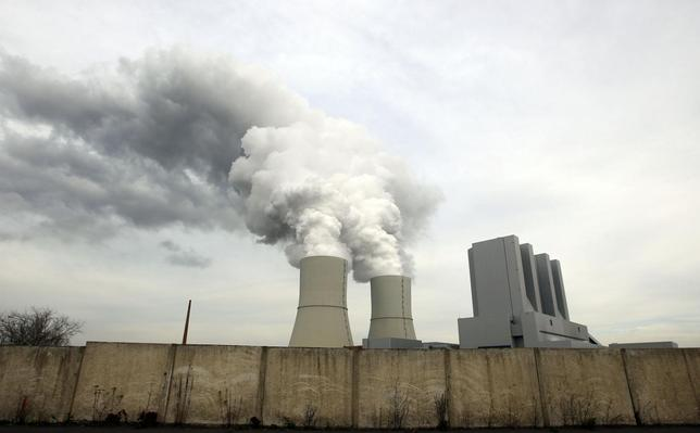 A general view shows the Boehlen-Lippendorf power station of German power supplier Vattenfall November 16, 2013. Picture taken November 16. REUTERS/Michaela Rehle