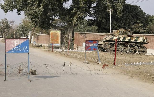 Barbed wire, placed by security officials, cordons off a road leading towards the site of a bomb blast in Bannu January 19, 2014. REUTERS/Zahid Mohammad