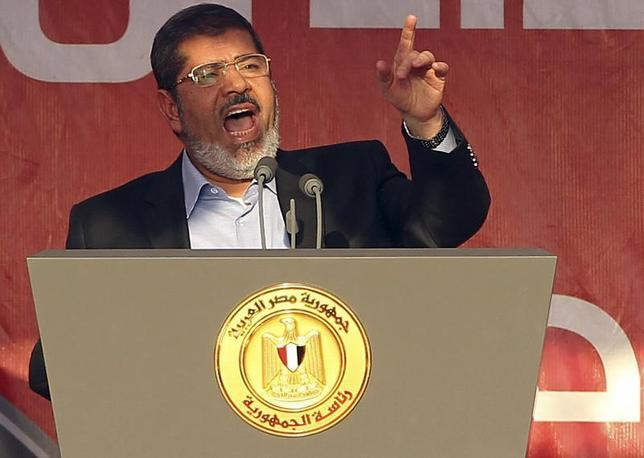 Egypt's Islamist President-elect Mohamed Mursi (R) delivers a speech while surrounded by his body guards in Cairo's Tahrir Square, June 29, 2012. . REUTERS/Amr Abdallah Dalsh