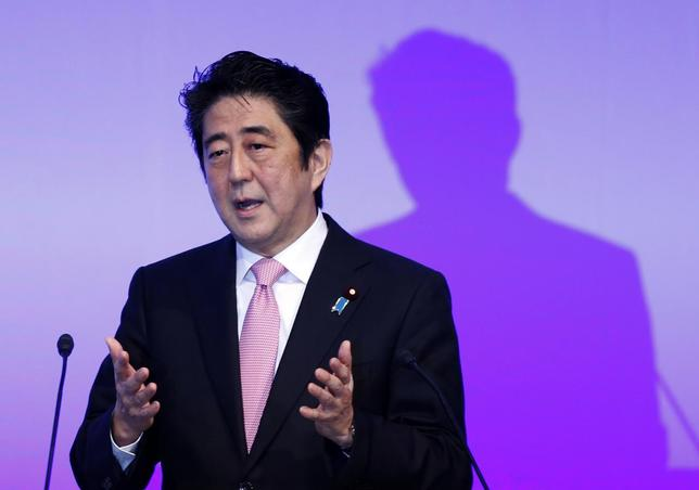 Japan's Prime Minister Shinzo Abe delivers a speech during the ruling Liberal Democratic Party (LDP) annual convention in Tokyo January 19, 2014. REUTERS/Yuya Shino