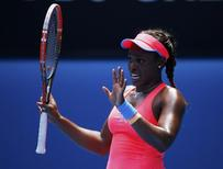 Sloane Stephens of the U.S. apologies to Victoria Azarenka of Belarus for hitting her with the ball during their women's singles match at the Australian Open 2014 tennis tournament in Melbourne January 20, 2014. REUTERS/David Gray