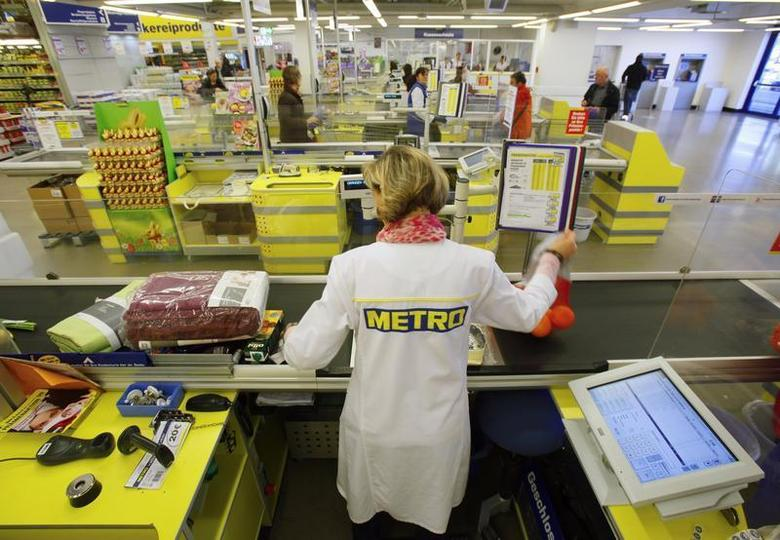 A cashier works at one of the top three cash and carry markets of Metro AG in Sankt Augustin near Bonn March 18, 2013. REUTERS/Wolfgang Rattay