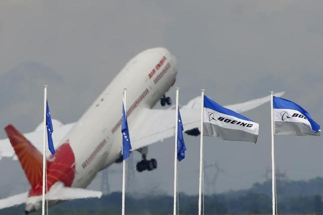 An Air India Boeing 787 Dreamliner prepares for a flying display, during the 50th Paris Air Show, at the Le Bourget airport near Paris, June 20, 2013. REUTERS/Pascal Rossignol/Files