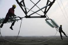 La economía de China creció un 7,7 por ciento en el 2013 después de desacelerarse en los últimos tres meses del año por una floja expansión de la inversión, lo que algunos analistas dicen es una señal de que se avecinan tiempos más austeros mientras el Gobierno lucha por implementar grandes reformas. Chuzhou, 13 de enero de 2014. REUTERS/China Daily.