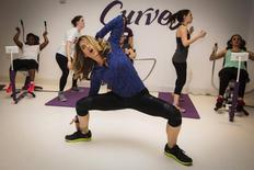 Fitness guru Jillian Michaels gives exercise instructions while promoting her new workout for the Curves franchise in New York January 15, 2014. REUTERS/Lucas Jackson