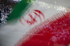 Imagem da bandeira nacional do Irã durante orações do Dia de Jerusalém, uma demonstração anual em homenagem à causa palestina, em Teerã, no Irã, em agosto de 2011. 26/08/2011 REUTERS/Morteza Nikoubazl