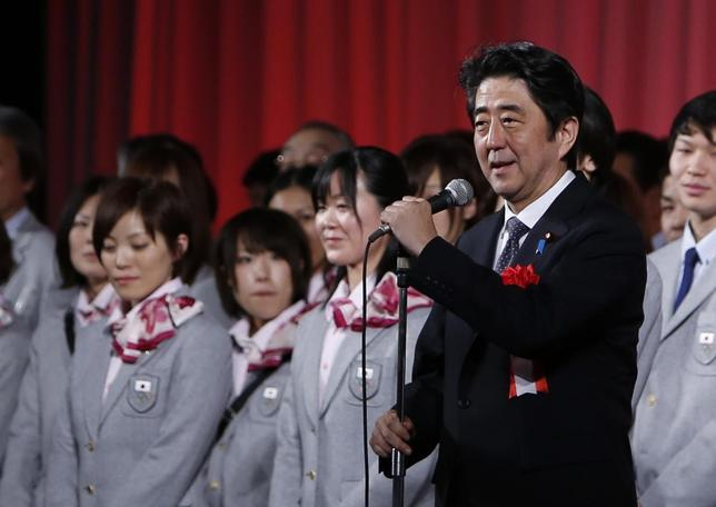 Japan's Prime Minister Shinzo Abe attends a send-off ceremony for the Japanese team's departure to the Sochi 2014 Winter Olympic Games, in Tokyo January 20, 2014. REUTERS/Yuya Shino