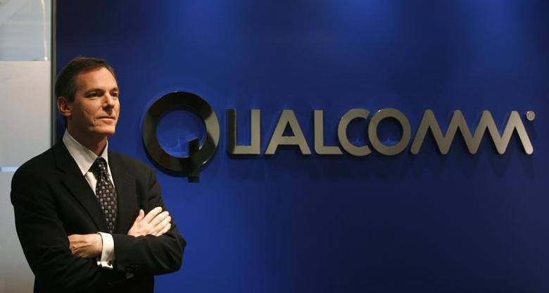 Qualcomm Chief Executive Paul Jacobs poses during his meeting with reporters in Hong Kong November 17, 2009. REUTERS/Bobby Yip