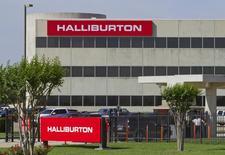 Офис Halliburton в Хьюстоне, штат Техас, 6 апреля 2012 года. Нефтесервисные компании Baker Hughes Inc и Halliburton Co повысили прибыль в четвертом квартале благодаря активности клиентов за пределами Северной Америки. REUTERS/Richard Carson