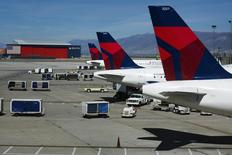 Delta planes line up at their gates while on the tarmac of Salt Lake City International Airport in Utah September 28, 2013. Picture taken September 28, 2013. REUTERS/Lucas Jackson