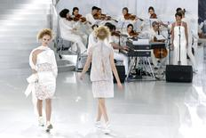 Models present creations by German designer Karl Lagerfeld for French fashion house Chanel as part of his Haute Couture Spring/Summer 2014 fashion show in Paris January 21, 2014. REUTERS/Benoit Tessier