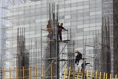 Le FMI a revu à la hausse sa prévision de croissance de l'économie mondiale pour la première fois depuis près de deux ans, pour prendre en compte l'augmentation de la demande dans les pays developpés. L'institution attend une croissance de 3,7% cette année, soit 0,1 point de plus que prévu en octobre. /Photo prise le 20 janvier 2014/REUTERS/Kim Kyung-Hoon