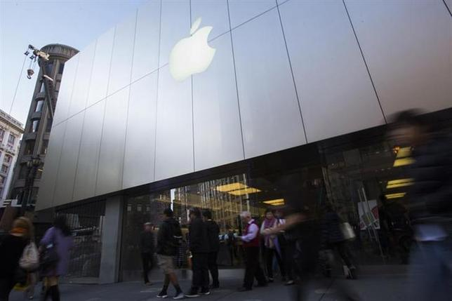 People walk past an Apple store in San Francisco, California November 29, 2013. REUTERS/Stephen Lam/Files