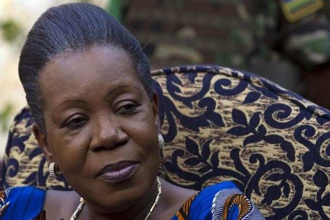 Central African Republic's interim president Catherine Samba-Panza speaks to the media at her residence in Bangui January 21, 2014. REUTERS/Siegfried Modola