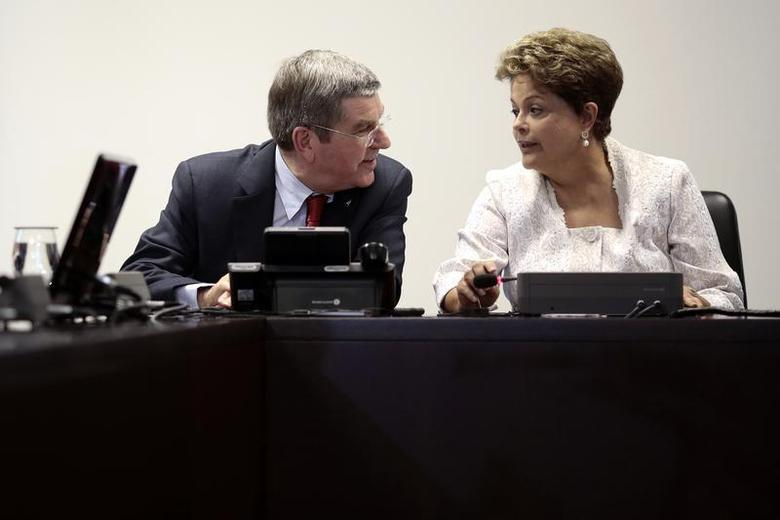 International Olympic Committee (IOC) President Thomas Bach speaks with Brazil's President Dilma Rousseff during a meeting at the Planalto Palace in Brasilia January 21, 2014. REUTERS/Ueslei Marcelino
