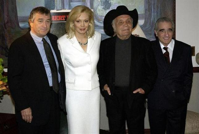 From left to right, Robert DeNiro, Cathy Moriarty, Jake LaMotta and Martin Scorsese pose for photographers the 25th anniversary screening of the film 'Raging Bull,' in New York, January 27, 2005. REUTERS/Chip East/Files