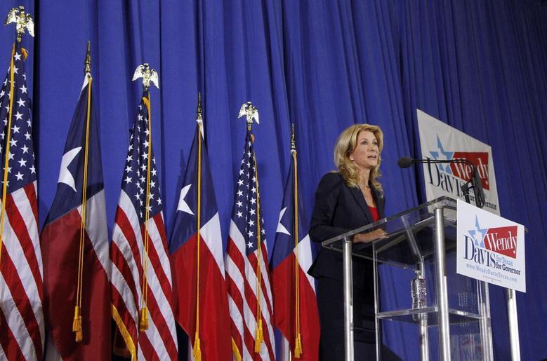 Texas state Senator Wendy Davis speaks to supporters in Haltom City, Texas October 3, 2013. REUTERS/Darrell Byers