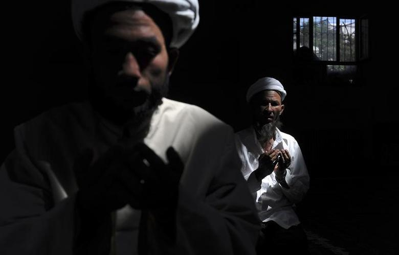 Muslims pray at a mosque in Aksu, Xinjiang Uighur Autonomous Region August 3, 2012. REUTERS/Stringer