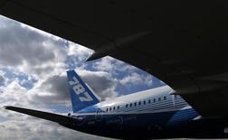 Les compagnies Air India et Norwegian Air Shuttle ont signalé de nouveaux incidents sur des 787 Dreamliner, le dernier-né de Boeing déjà affecté l'an dernier par des pannes à répétition. /Photo d'archives/REUTERS/Phil Noble