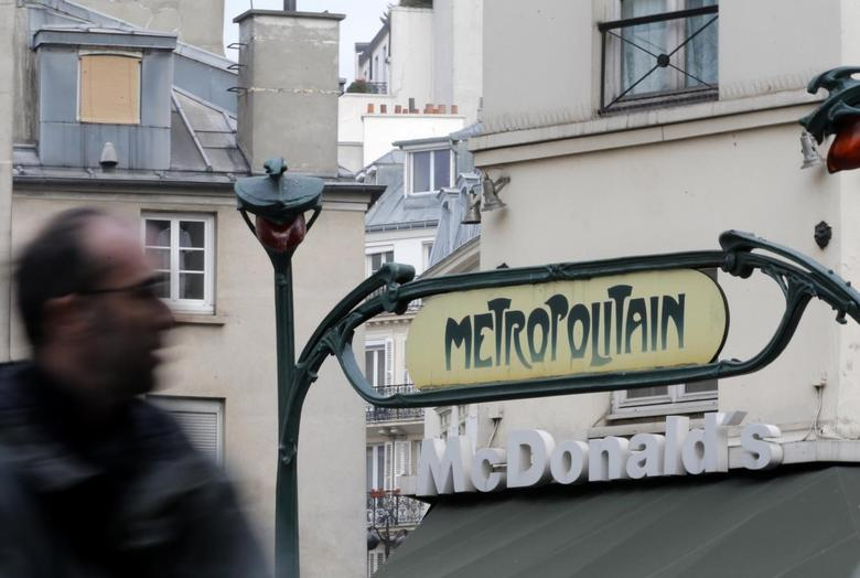 A Metro underground entrance is seen in front of a McDonald's fast-food restaurant in Paris, January 22, 2014. REUTERS/Christian Hartmann