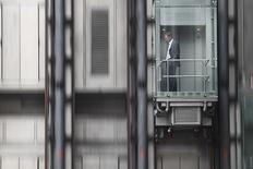United Technologies, le premier fabricant mondial d'ascenseurs et de climatiseurs, publie des bénéfices en hausse et supérieurs aux attentes pour le quatrième trimestre, à la faveur d'une progression dans tous ses segments d'activité et d'un retard de livraison d'une commande d'hélicoptères. /Photo d'archives/REUTERS/Andrew Winning