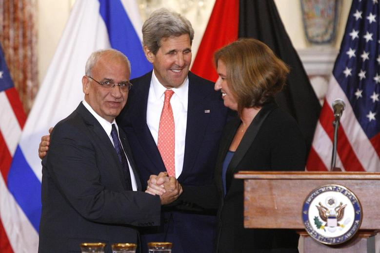 Chief Palestinian negotiator Saeb Erekat (L-R), U.S. Secretary of State John Kerry and Israel's Justice Minister Tzipi Livni shake hands at a news conference at the end of talks at the State Department in Washington, July 30, 2013. REUTERS/Jonathan Ernst