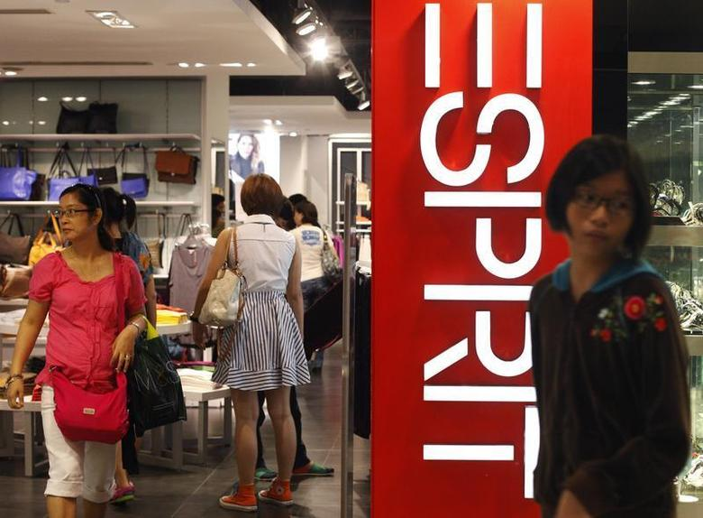 People shop at an Esprit shop in Singapore September 8, 2013. REUTERS/Edgar Su