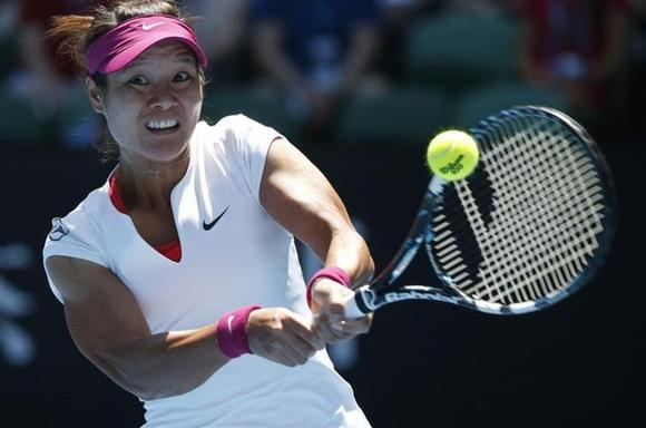 Li Na of China hits a return to Eugenie Bouchard of Canada during their women's singles semi-final match at the Australian Open 2014 tennis tournament in Melbourne January 23, 2014. REUTERS/Jason Reed