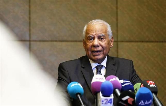 Egypt's Prime Minister Hazem el-Beblawi speaks during a news conference in Abu Dhabi October 27, 2013. REUTERS/Ben Job/Files