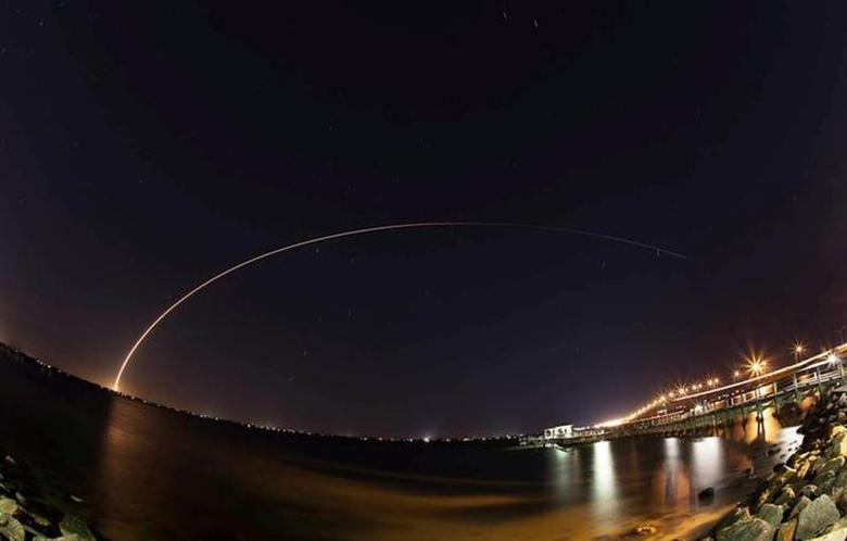 A 19-story Atlas 5 rocket built by United Launch Alliance streaks across the sky after lifting off from Cape Canaveral, Florida January 23, 2014. REUTERS/Mike Brown