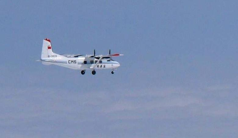 A Chinese government plane Y-12 flies about 120km (75 miles) north of the the disputed isles, known as Senkaku isles in Japan and Diaoyu islands in China, in this handout photo taken February 28, 2013 by Japan Air Self-Defence Force and released by the Joint Staff Office of the Defense Ministry of Japan. REUTERS/Joint Staff Office of the Defense Ministry of Japan/Handout