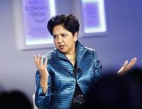 A presidente-executiva da Pepsico, Indra Nooyi, durante o Fórum Econômico Mundial, em Davos. Nesta sexta-feira, a empresa anunciou um plano de investimentos de 5 bilhões de dólares no México. 24/01/2014 REUTERS/Ruben Sprich