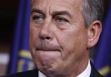 """El presidente de la Cámara de Representantes de Estados Unidos, John Boehner, en una conferencia de prensa en el Capitolio en Washington, ene 16 2014. El presidente de la Cámara de Representantes de Estados Unidos, John Boehner, dijo que no tiene interés en postular a la Casa Blanca, declarando en el programa """"The Tonight Show with Jay Leno"""" de NBC que no quiere renunciar al vino tinto y los cigarrillos para ser presidente. REUTERS/Yuri Gripas"""