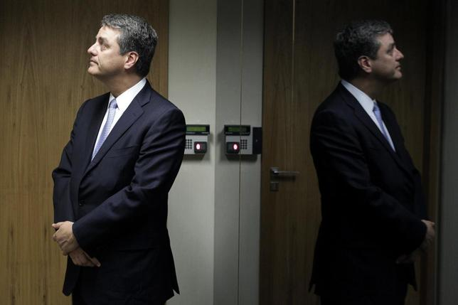 Roberto Azevedo, incoming head of the World Trade Organization (WTO), waits for an elevator after a meeting with Brazil's Finance Minister Guido Mantega in Brasilia May 21, 2013. REUTERS/Ueslei Marcelino