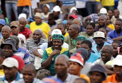 Striking South African miners meet platinum firms
