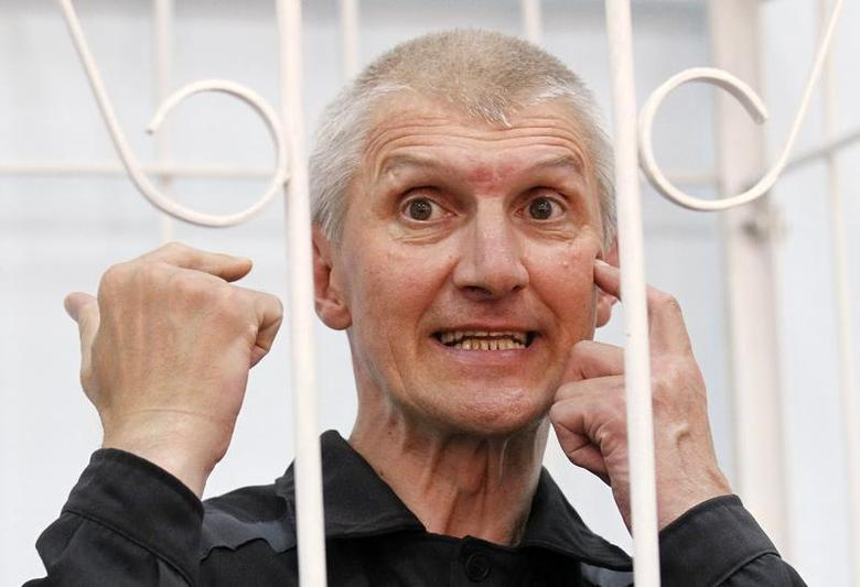 Platon Lebedev, jailed business partner of Russian ex-tycoon Mikhail Khodorkovsky, gestures after hearing the verdict inside the defendants' box during a court hearing to consider a request for parole in Velsk in Arkhangelsk Region July 27, 2011. REUTERS/Tatyana Makeyeva