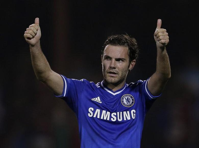Chelsea's Juan Mata acknowledges the fans after winning their game against Swindon Town in their English League Cup soccer match at the County Ground in Swindon, western England September 24, 2013. REUTERS/Eddie Keogh