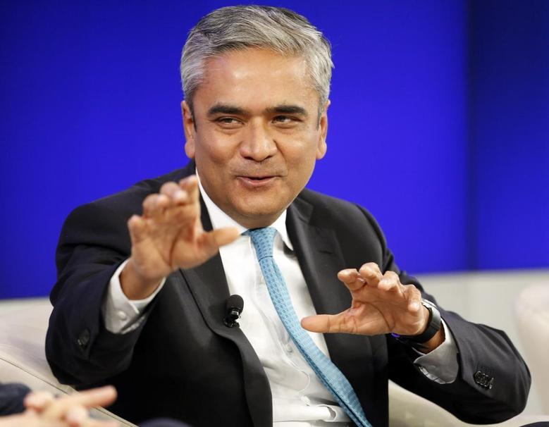 Deutsche Bank Co-chief Executive Anshu Jain speaks during a session at the World Economic Forum (WEF) in Davos January 25, 2014. REUTERS/Ruben Sprich