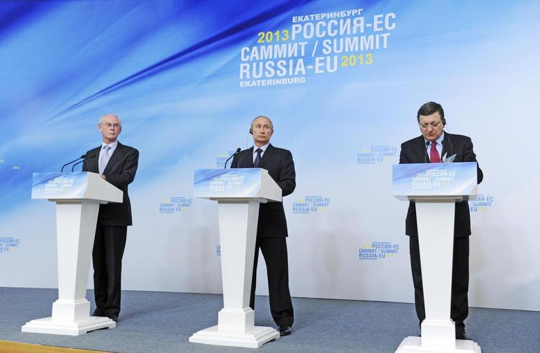 Russian President Vladimir Putin (C), European Council President Herman Van Rompuy (L) and European Commission President Jose Manuel Barroso attend a news conference after the European Union-Russian Federation (EU-Russia) Summit in Yekaterinburg June 4, 2013. REUTERS/Mikhail Klimentyev/RIA Novosti/Kremlin
