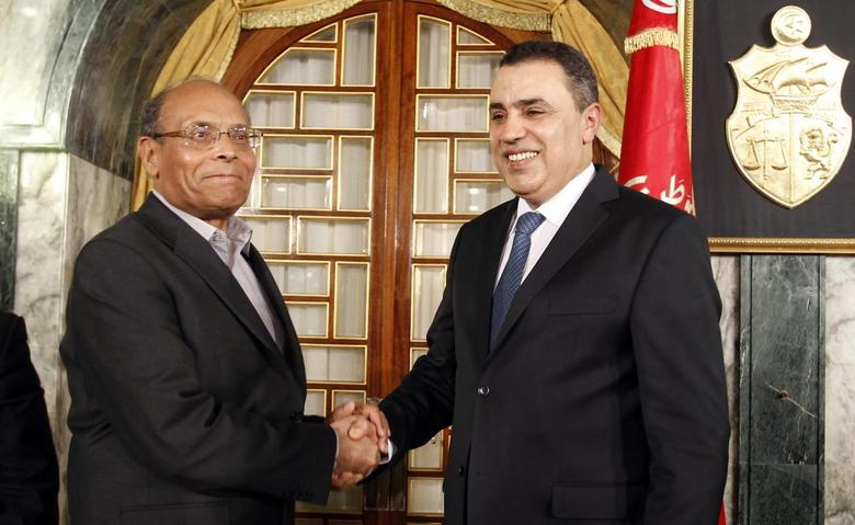 Tunisian President Moncef Marzouki (L) shakes hands with Tunisia's Prime Minister-designate Mehdi Jomaa after Jomaa spoke during a news conference in Tunis January 26, 2014. REUTERS/Zoubeir Souissi