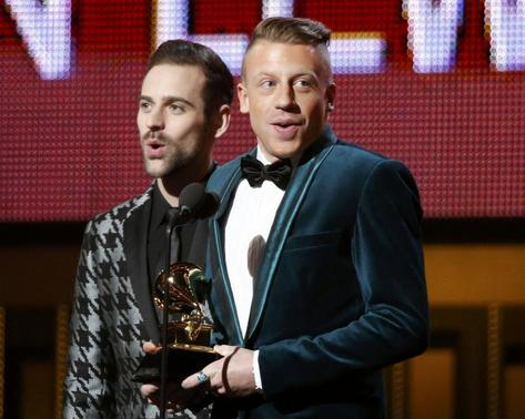 Macklemore & Ryan Lewis (L) win the award for Best New Artist at the 56th annual Grammy Awards in Los Angeles, California January 26, 2014. REUTERS/Mario Anzuoni