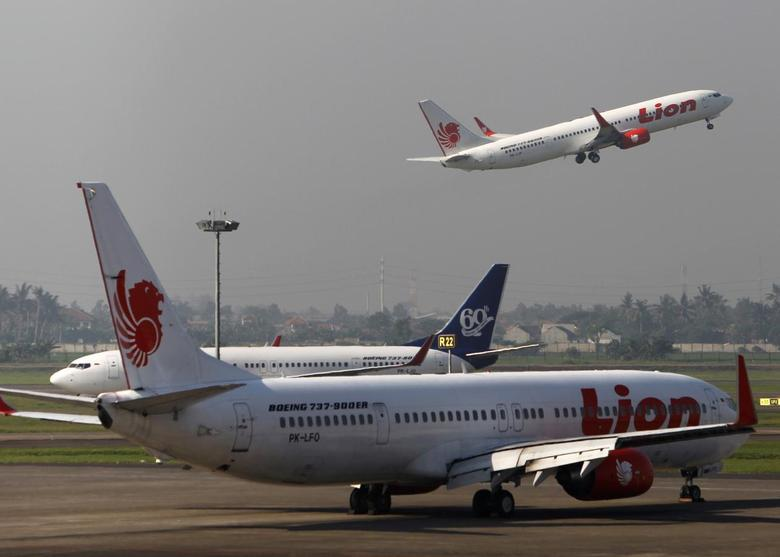 A Lion Air airplane takes off at Soekarno-Hatta airport in Jakarta April 29, 2013. REUTERS/Beawiharta